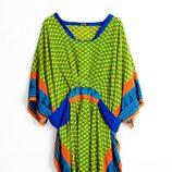 Kaftan verde, azul, naranja y amarillo de la colección 'La Ruta de la Seda' de OKKRE