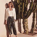 Vanesa Lorenzo con un pantalón tropical de la colección Mango Premium verano 2015