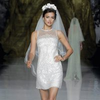 Irina Shayk desfilando para Pronovias