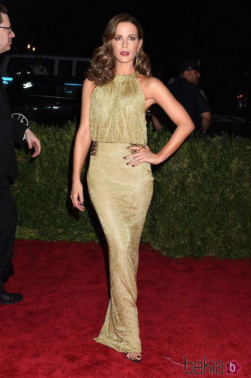 Kate Beckinsale con un diseño de Diane Von Furstenberg en la Gala del Met 2015