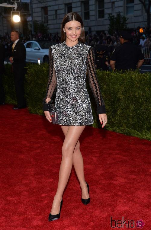Miranda Kerr con un vestido de Louis Vuitton en la Gala del Met 2015