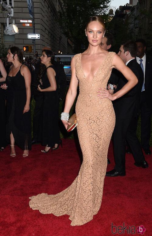 Candice Swanepoel con un vestido de Michael Kors en la Gala del Met 2015