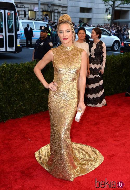 Kate Hudson con un vestido de Michael Kors en la Gala del Met 2015