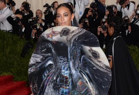 Solange Knowles con un vestido de Giles en la Gala del Met 2015