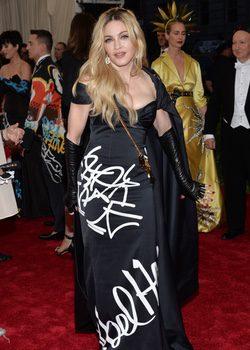 Madonna con un vestido de Moschino en la Gala del Met 2015
