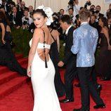 Selena Gomez con un vestido de Vera Wang en la Gala del Met 2015