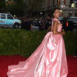 Kerry Washinton con un vestido de Prada en la Gala del Met 2015