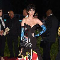 Katy Perry con un vestido de Moschino en la Gala del Met 2015