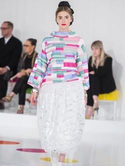 Camisa de colores y maxi falda de la colección Crucero 2015/2016 de Chanel