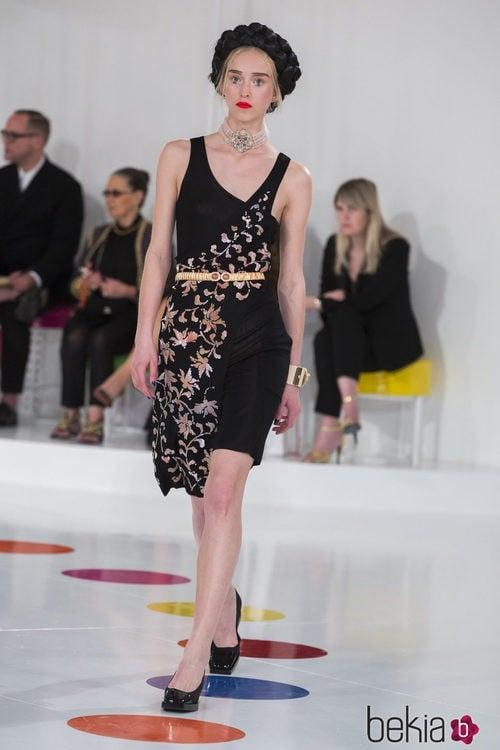 Vestido asimétrico con flores de la colección Crucero 2015/2016 de Chanel