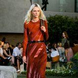 Vestido rojo de la colección Crucero 2015/2016 de Louis Vuitton