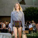 Pantalón estampado y camisa de rayas de la colección Crucero 2015/2016 de Louis Vuitton