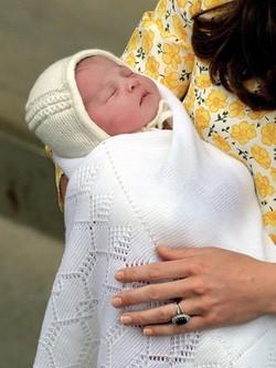 La Princesa Carlota de Cambridge en su primera imagen tras su nacimiento