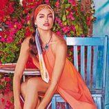 Irina Shayk con un vestido naranja anudado al cuello de la colección primavera/verano 2015 de Bebe