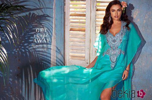Irina Shayk con un vestido verde aguamarina de la colección primavera/verano 2015 de Bebe
