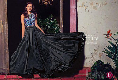 Irina Shayk con una falda negra con mucho vuelo de la colección primavera/verano 2015 de Bebe