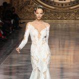 Vestido de novia de la firma nupcial Pronovias en la Barcelona Bridal Week 2015