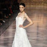 Blanca Padilla con un vestido de Pronovias en la Barcelona Bridal Week 2015
