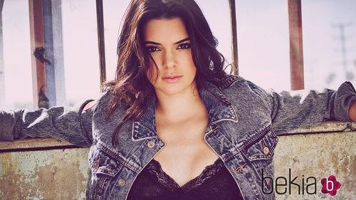 Kendall Jenner con cazadora y camiseta de Penshoppe
