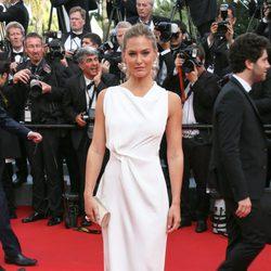 Bar Refaeli con un Atelier Versace en la inauguración del Festival de Cannes 2015