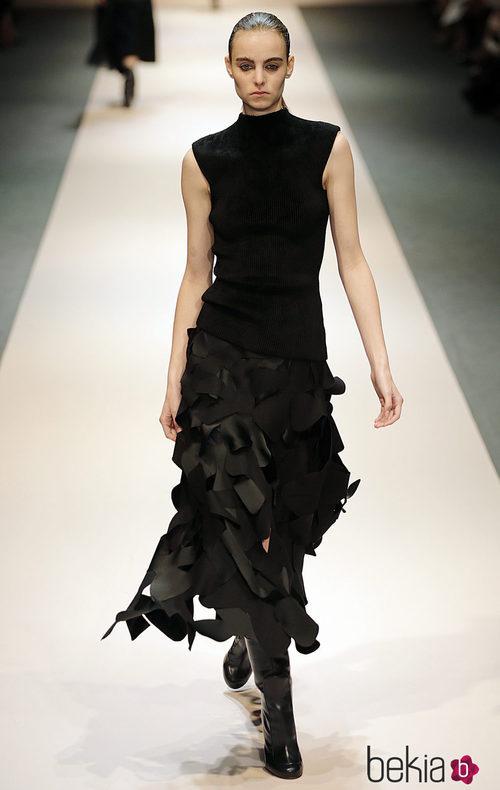 Vestido negro de la colección de Victoria Beckham en Singapur