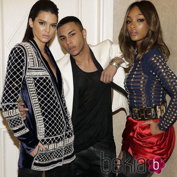 Kendall Jenner y Jourdan Dunn con Olivier Rousteing en los Billboard Music Awards 2015