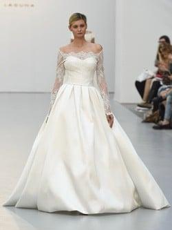 Vestido de novia de mangas caidas de Hannibal Laguna