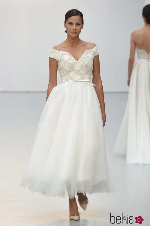 Vestido de novia con falda de tul de Hannibal Laguna