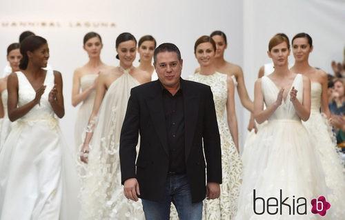 Hannibal Laguna en el desfile de su colección nupcial en la Pasarela Costura