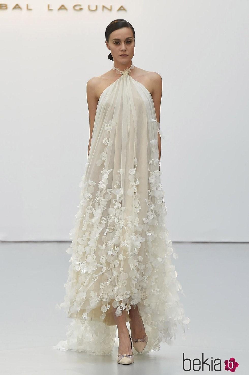 Vestido de novia holgado de Hannibal Laguna - Desfile de la ...