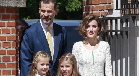 Los Reyes Felipe y Letizia y la Infanta Sofía en la Primera Comunión de la Princesa Leonor