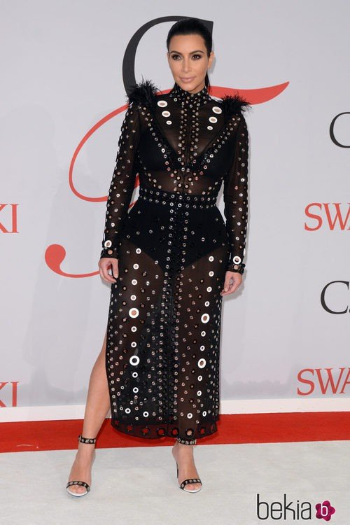 Kim Kardashian con un vestido de Proenza Schouler en los premios CFDA de moda