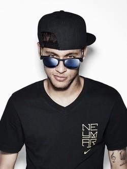 Police sigue confiando en Neymar Jr. como imagen de campaña