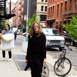 Olivia Palermo y su look 'total black' para diario