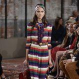 Vestido a rayas y con chorreras de la colección Crucero 2016 de Gucci