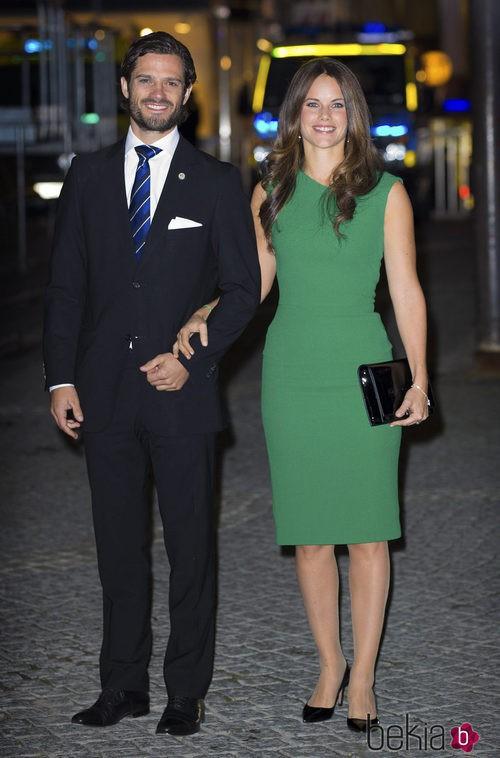 Sofia Hellqvist con un vestido verde botella en el concierto de la apertura del Parlamento 2014