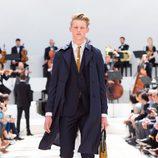 Traje de chaqueta y trench de la colección primavera/verano 2016 de Burberry Prorsum Hombre