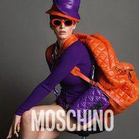 Katy Perry con un look morado y naranja en la campaña otoño/invierno 2015 de Moschino