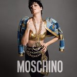 Katy Perry con piezas doradas y vaqueras en la campaña otoño/invierno 2015 de Moschino