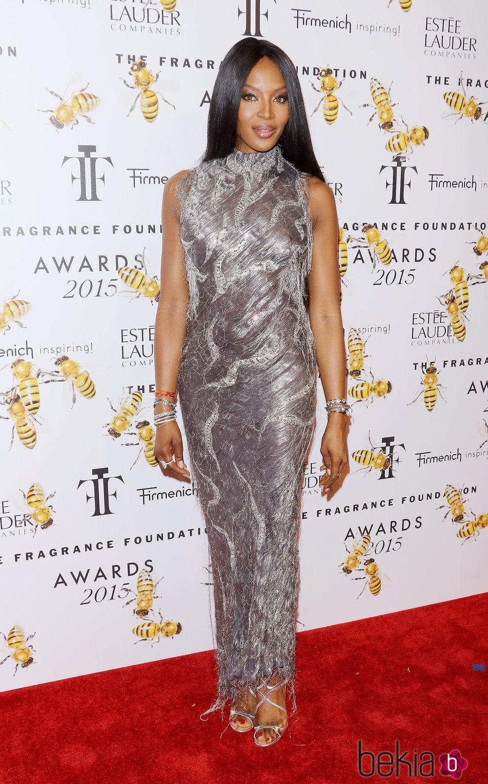 Naomi Campbell, resplandeciente con Versace que ya vistió hace dos décadas
