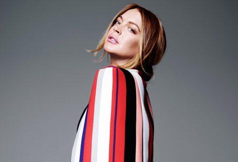 Lindsay Lohan con shorts y blazer a rayas de la colección de verano de Lavish Alice