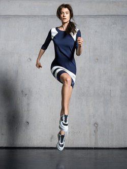 Vestido azul y blanco de la colección 'Sport City' de Karl Lagerfeld