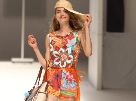 Jumpsuit con estampado floral en tonos vivos de la colección primavera/verano 2015 de Desigual