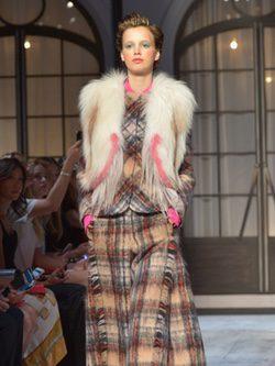 Conjunto tartán de la colección de Alta Costura otoño/invierno 2015/2016 de Schiaparelli