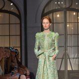 Vestido verde con bordados de la colección de Alta Costura otoño/invierno 2015/2016 de Schiaparelli