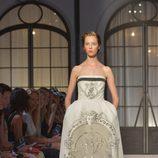 Vestido palabra de honor de la colección de Alta Costura otoño/invierno 2015/2016 de Schiaparelli
