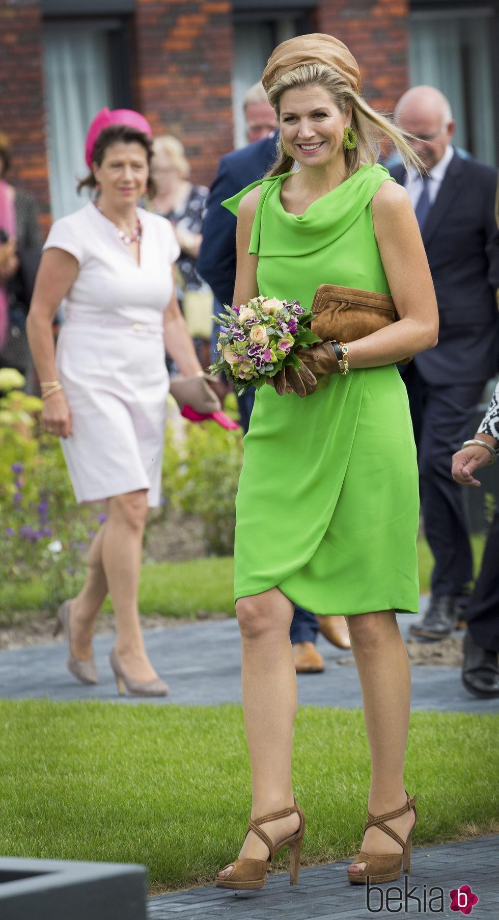 76769_reina-maxima-holanda-veraniego-vestido-verde-manzana.jpg