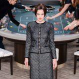 Traje de falda negro de la colección de Alta Costura otoño/invierno 2015/2016 de Chanel