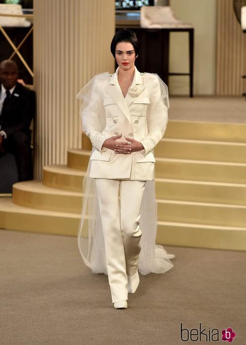 Kendall Jenner en el desfile de la colección de Alta Costura otoño/invierno 2015/2016 de Chanel