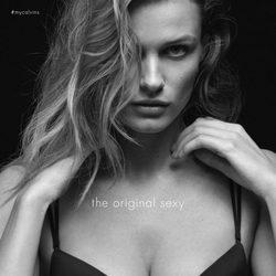 Edita Vilkeviciute con un sujetador de la colección otoño/invierno 2015/2016 de Calvin Klein Underwear